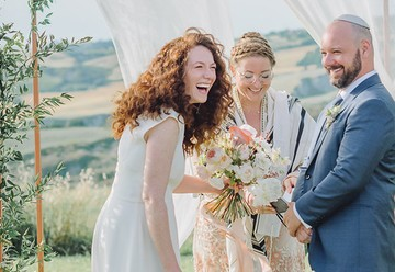 The Benefits of Having a Loved One Officiate Your Wedding Ceremony