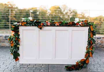 Summer Wedding Trends: Outdoor Bars
