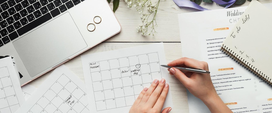 How to Fit Wedding Planning Into Your Busy Holiday Schedule