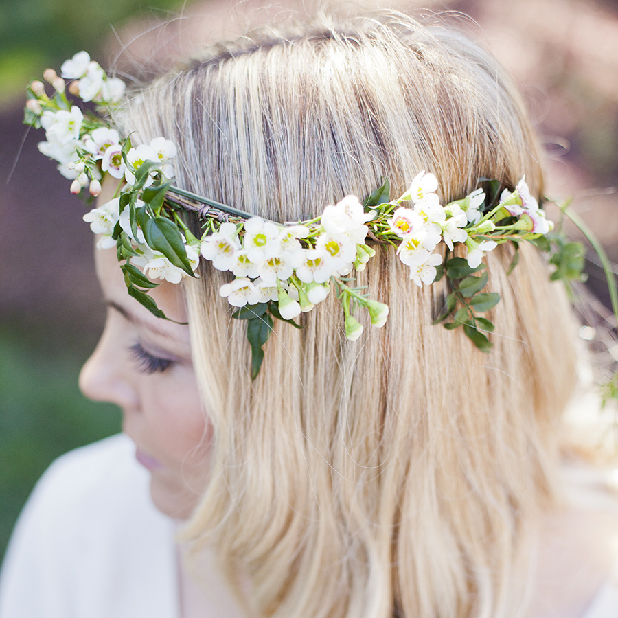Timeless & romantic flower crown