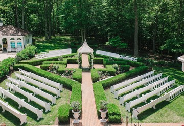 Grand Elegance: A Vintage Estate Wedding