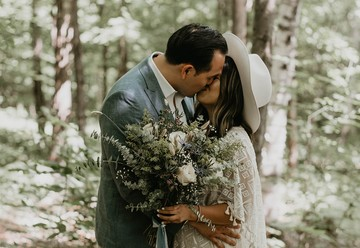 A Simple Treehouse Elopement